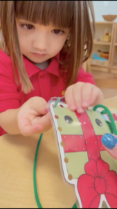 How to Choose Montessori-Appropriate Toys for the Holiday Season